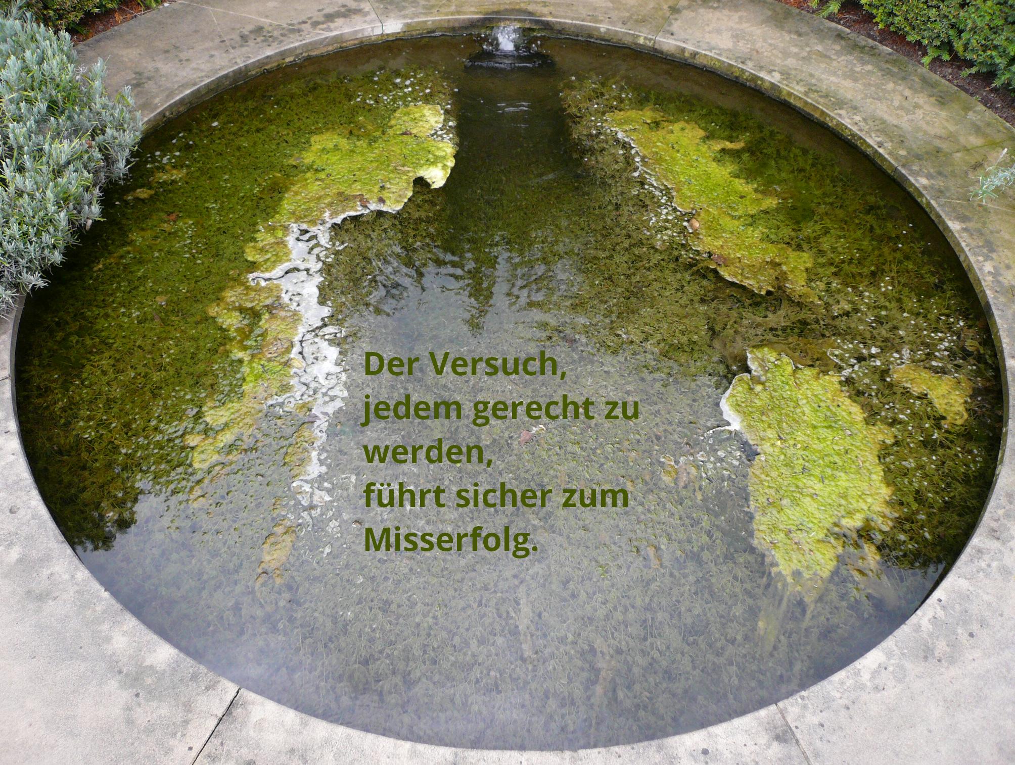 Bemooster Brunnen, mit Spruch.