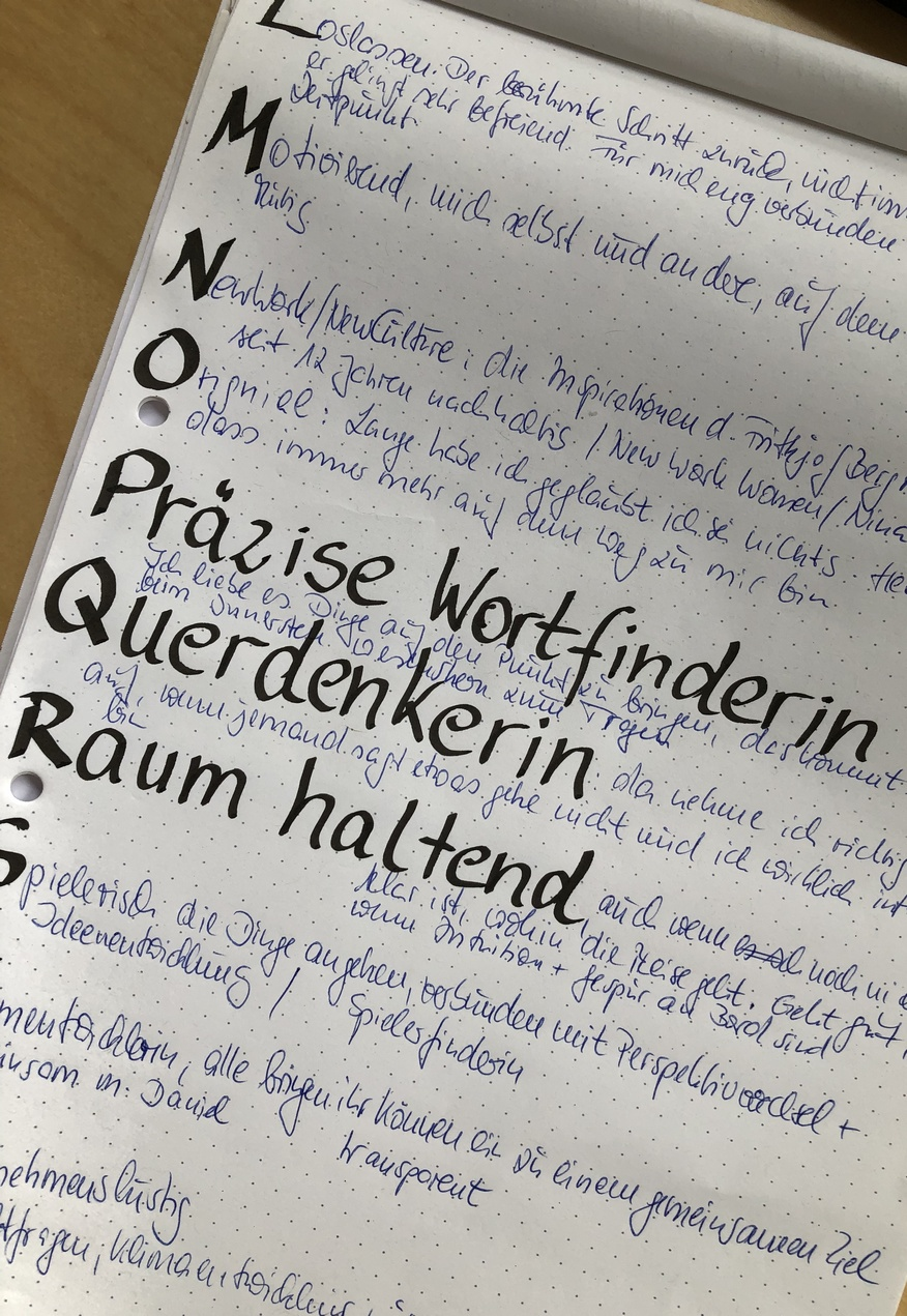 Ein ABC mit handschriftlichen Inhalten